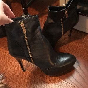 Vince Camuto zip up booties in size 9